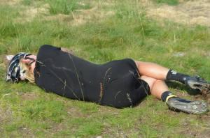 Jag var oerhört fikasugen efter cykelloppet (och rullskidsloppet). Det var brutalt tuffa uppförstävlingar i hettan. Foto: Johan Trygg, langd.se