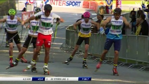 Team sprint i rullskidor vid SM-veckan juli 2014. Jag i rosa hjälm.