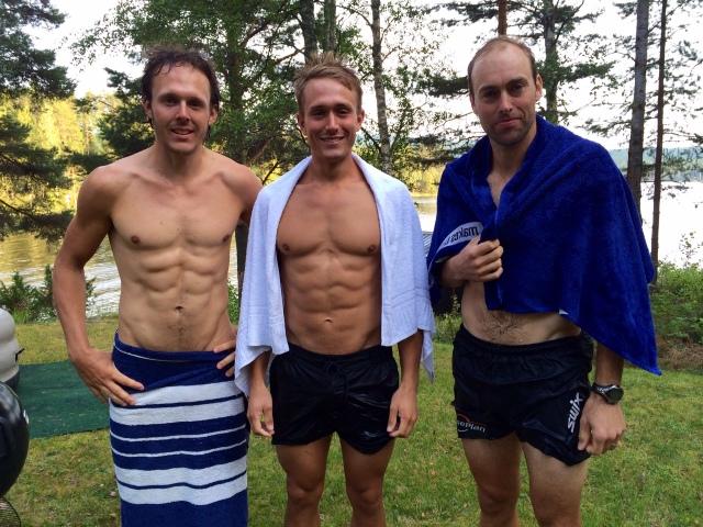 Markus Ottosson, Marcus Johansson och Jörgen Brink efter lite skejtande och badande