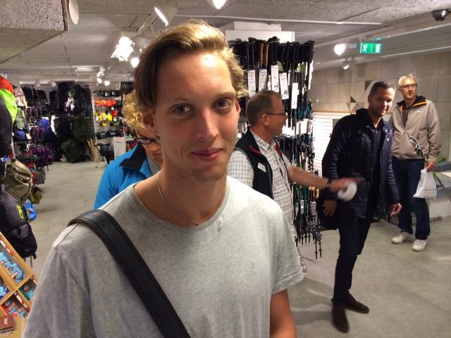 Herr Quicklund var i Stockholm för att operera sig och får vila en vecka efteråt