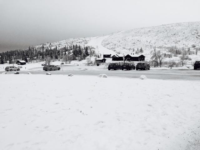 Inte mycket snö i Storhågna och inte så mycket spår öppna. Men 2,5 km:aren i Klövsjö är bra. 8 km-spåret har en del genomslag.