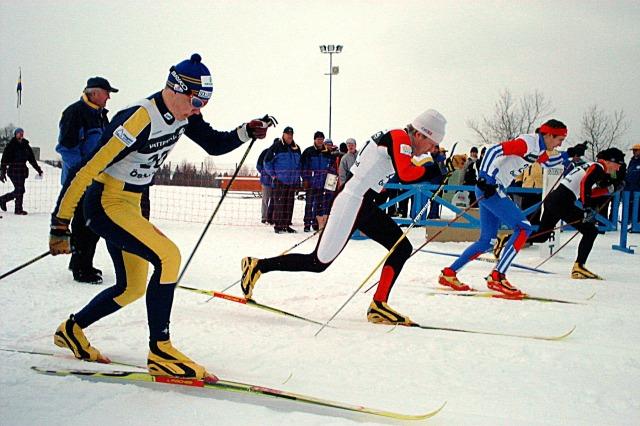 """Här är Fredrik """"Bysse"""" Byström närmast min fars kamera vid JSM-finalen i sprint i Östersund 2001. Övriga i final Andreas Domeij och Martin Henricsson."""