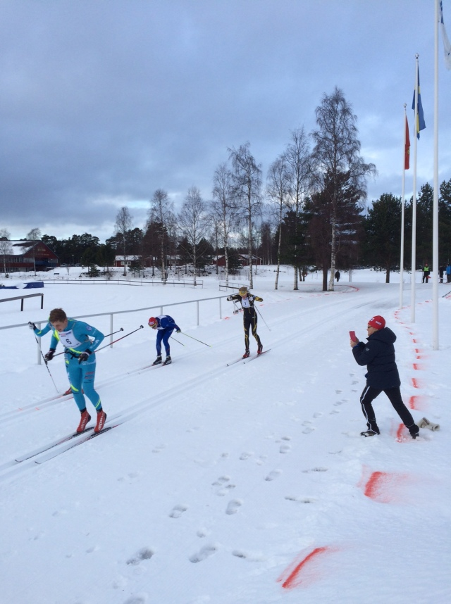 Den här bilden blir jag stolt när jag ser. Jag ligger efter Lars Suther en bit in på upploppet, men lyckas komma förbi sista ca 30 m. Foto: Lars-Åke Carlzon.