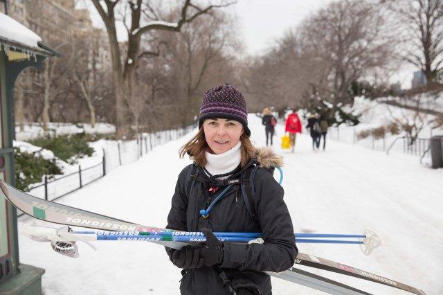 """""""Heather hette hon och körde ett pass i central park innan hon skulle iväg till jobbet. Enligt henne själv brukar det kunna var upp emot tio åkare samtidigt i central park."""" Foto: Adam Johansson, Ada Media Med Mera."""