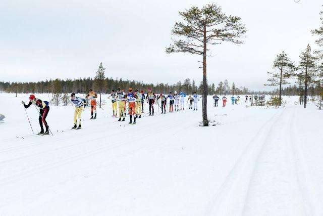 Här syns jag som 17:e man. Minns ej om före eller efter Smågan. Väldigt utsträckt klunga. Foto: Magnus Östh.