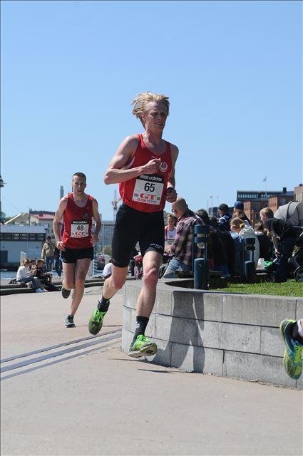 Göteborgsvarvet 2015 precis före klubbkompisen Patrik Wrigfeldt