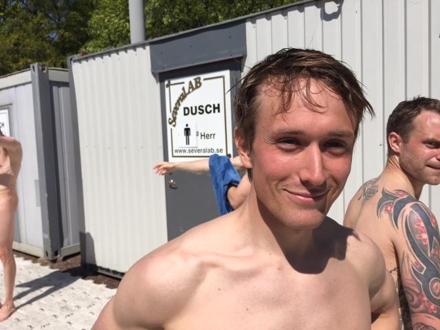 Marcus Johansson persade med 2 min och sprang på galna 1:12:20. Och den killen har ju inte ens ett vettigt löpsteg. Och sprang i Inov8:s trailskor!