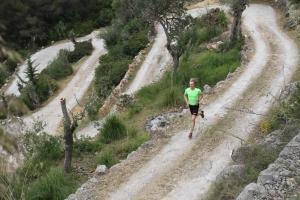 Uppförslöpning på serpentinvägar i Port de Soller, Mallorca