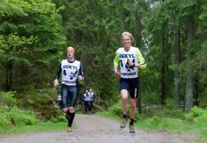 Andreas Glad och Erik Wickström i Borås Swimrun 2015. Foto: Johan Valkonen.