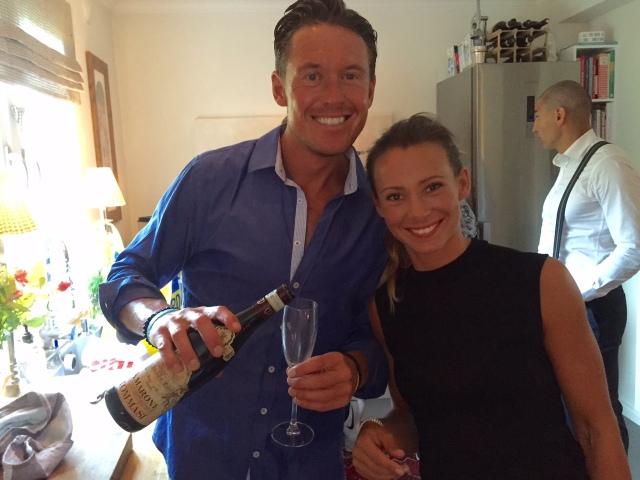 Jonas Colting och Elin Lilja kör en hel del swimrun ihop nu och vinner ofta. Att Jonas lyckas dricka Amaronevin till kräftor känns inte oväntat.