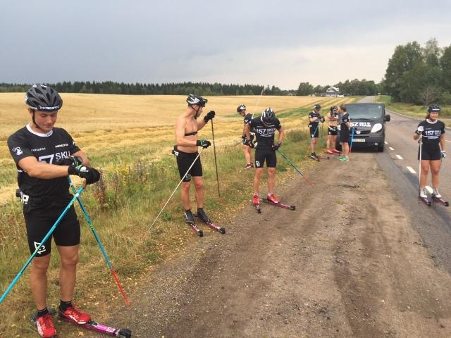 Lager 157 SKI TEAM vid ett drickastopp utanför Hössna i måndags