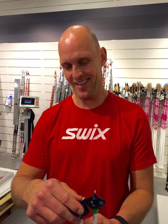 Anders Wikström (ej släkt) jobbade i många år på Nordic Trade/Oneway, men har nu lämnat branschen och jobbar som fastighetsskötare. Men han hoppar in som promotör åt Swix ibland.