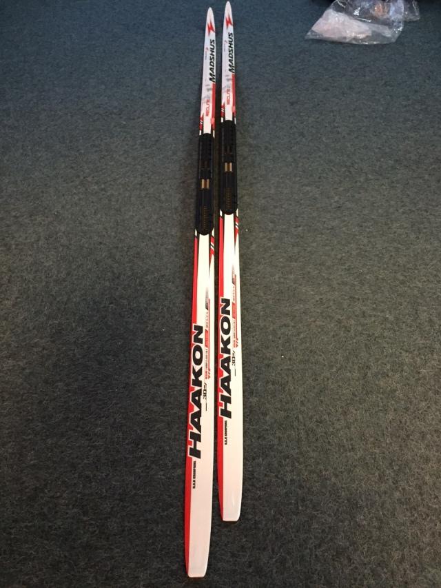 När jag var på Madshusfabriken i helgen visade de kronprins Haakons custom-mejdade skidor