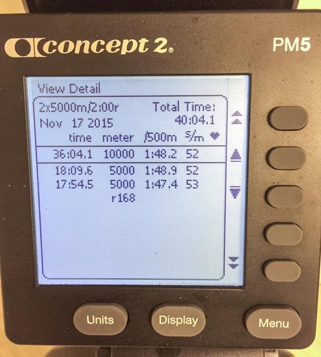 2 st 5000 m-intervaller med 2 min vila. Första på 45 s över pers, andra på 30 s över pers. (Jag har 17.24 min som bäst på nya maskinen).
