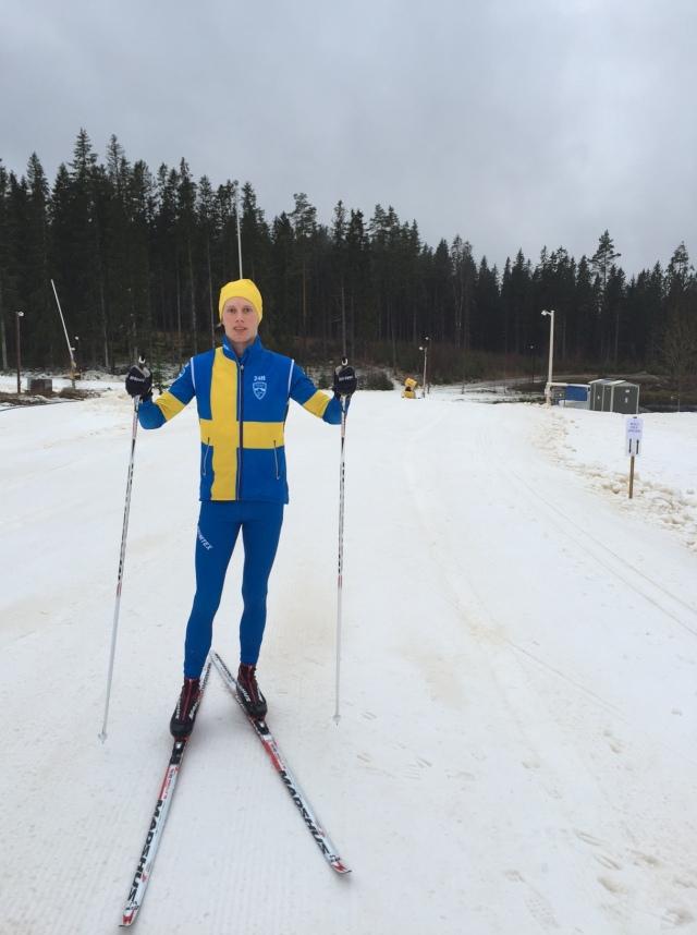 Till världsrekordförsöket i 24 timmars-skidåkning i Åre 1-2 april har jag fått Sverigekläder av Årefjällsloppet. Tävlingsdräkt, överdrag och väst. Känns stort!