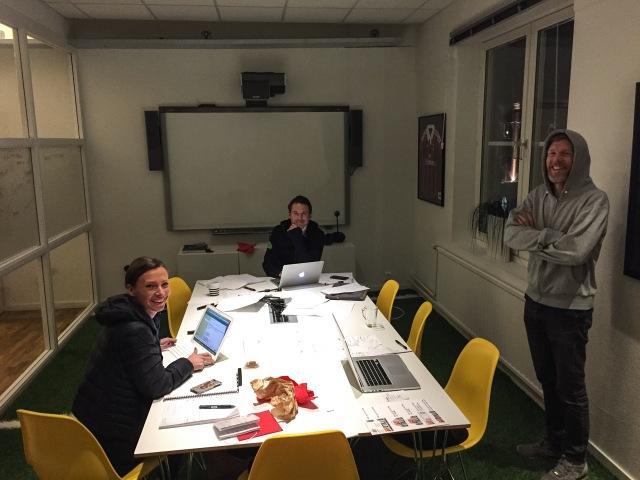 Colting Communication smider planer för 2016. Här hittade jag Elin Lilja, Jonas Colting och pod-Niklas Johansson i ett rum på Rekyl i förra veckan