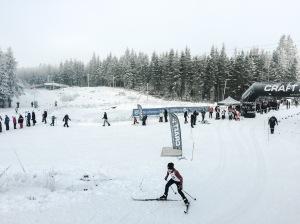 Borås skidfestival vid GIF-stugan i Knektås. En av Borås stads tre konstsnöanläggningar. Vi var uppe hela familjen i söndags och Astrid åkte Barnens Vasalopp. Det fanns H21-klass i tävlingen, men jag åkte inte.