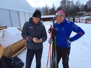 Tävlingsledaren Martin Holmstrand med en Moraåkare jag inte känner. Kan det vara Fredrik Hansson?