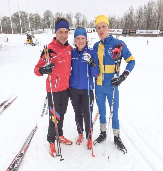 Rickard Bergengren, Marika Sundin och jag på Borås skidstadion idag. Jag körde i Salomons RC Carbon (näst bästa modellen) med Prolink-system, Sverigedräkten jag fått av Årefjällsloppet för 24-timmars samt första exemplaret av nya Staffanstaven-modellen med det ekivoka namnet Redlight