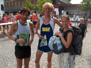 Markus Torgeby, jag och Ida efter Falkenbergs stadslopp 2006. Man var inte tjock om armarna på den tiden.