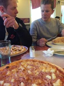 Hawaii-pizzorna på Palermo vid Volvo i Filipstad är alltid goda