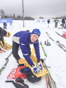 Oskar Lund har varit skadad i vinter och har knappt kunnat staka. Trots fäste blev det ett kämpigt Vasaloppet för Oskar. 322:a. År 2011 åkte jag på hans skidor när jag blev 52:a.