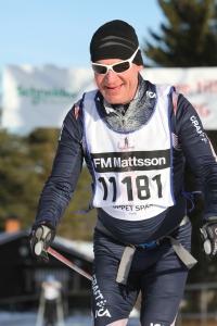 Auvo Dufva, bror till Juhani som bor i Borås och säljer Aclimakläder. Auvo gick på skidgymnasiet med Wassberg och åkte in på 5 timmar och 6 minuter. Bra tid i H60.
