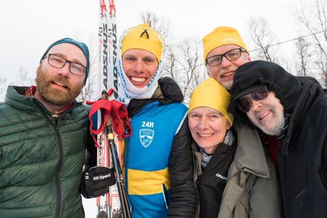 Tobias Magnusson, jag, mor Lena Lindberg, far Ulf Wickström och Gunnar Winroth. 5 min efter målgång. Tillsammans sov personerna på bilden ca 6 timmar under dygnet. Det är obeskrivligt hur dessa människor har ställt upp för mig.