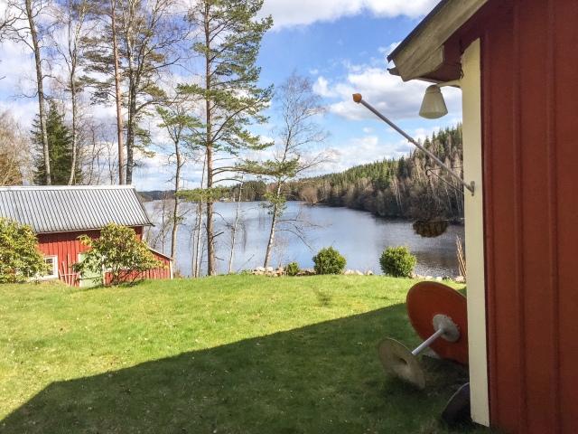 Långt bort på bilden ser man huset där Karl-Johan Westbergs familj bor. Vår stuga ligger bara några hundra meter från deras sjövägen. Kalle och jag brukar köra något pass varje sommar. Nu har han även vunnit SM i sprint, så man lär ju formtoppa sig inför nästa pass med honom.
