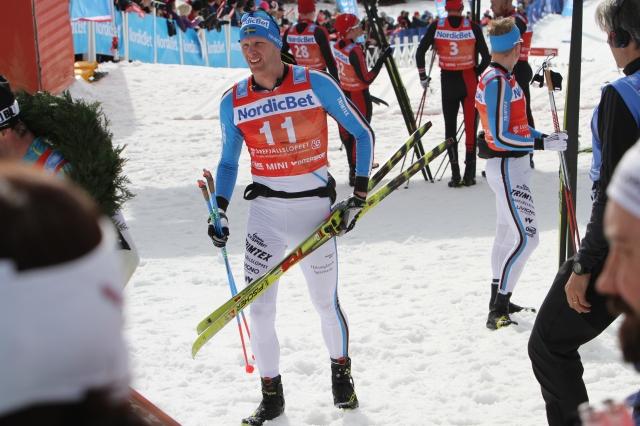 Daniel Richardssons skidor är från runt millenieskiftet. 2001 eller 2002 års modell från jag?