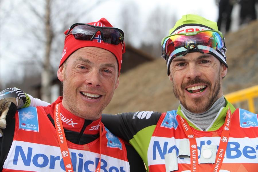Jørgen Aukland och Bruno Debertolis. Vad har han i munnen?