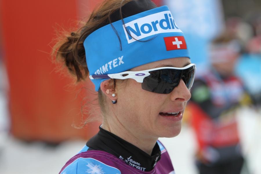 Seraina Boner. Ser ut som vanliga glasögon innanför.