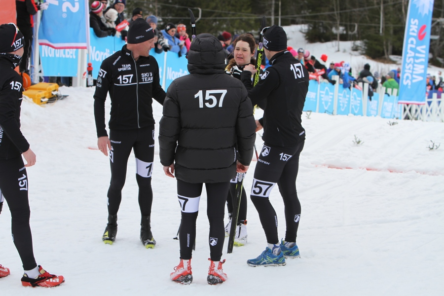 Britta Johansson Norgren tas emot av Lager 157 Ski Team