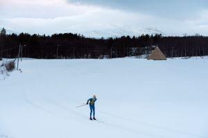 Ett av 1064,5 varv på det 412 meter långa spåret i Vålådalen. Foto: Magnus Östh.