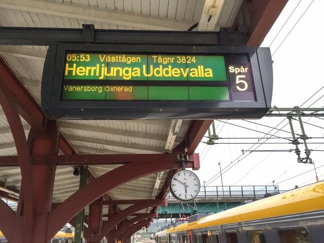Tidigt tåg till Herrljunga. Och där byte till tåg mot Stockholm.