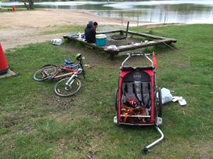 Grillning vid Sjömarkens badplats med Erik Thiberg och Daniel Malmerfors + barn