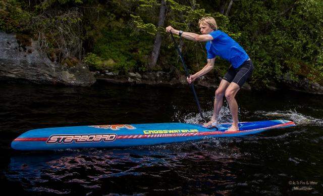 Stående paddling på Såken i juni 2016. Foto: Mikael Linder.