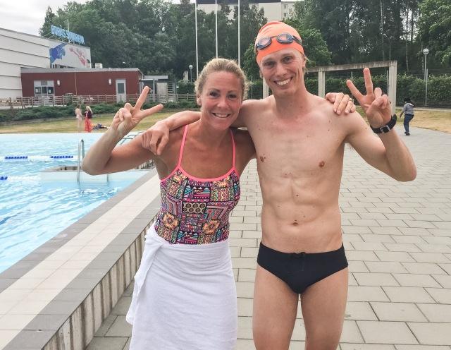 Emma Igelström och jag inför passet. Jag simmade aningen kortare, aningen långsammare och inte fullt lika snyggt.
