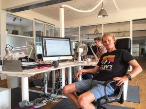 Så här ser min kontorsplats ut på reklambyrån Rekyl i Borås. Jag trivs väldigt bra med att sitta där. Kul och trevligt folk som jobbar där.