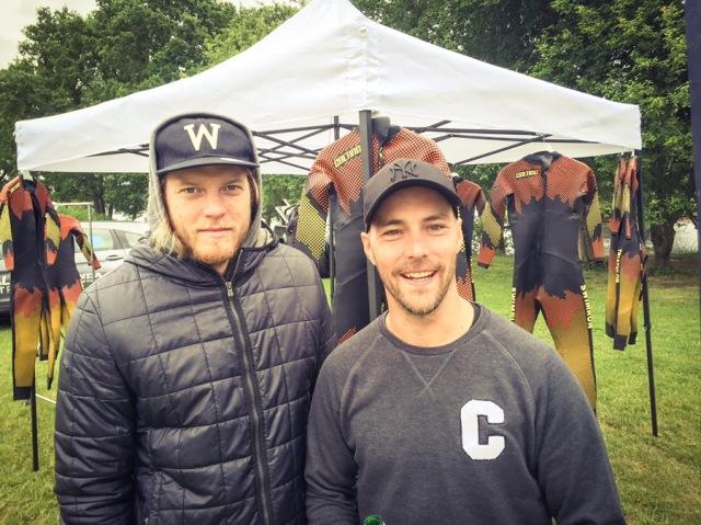 Carl Bengtsson och Peter Algebäck vid Colting Wetsuits