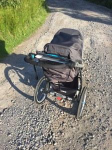 Jag gillar grusväg när jag springer med joggingvagn