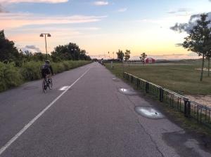 Den breda cykelbanan vid Ribban. Här gick cykelsträckan när jag körde duathlon-SM 2008.