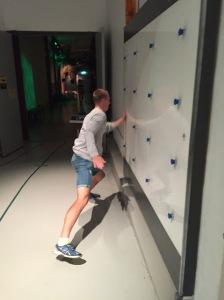 Martin Josefsson kämpade tappert, men hans rekord blev 13,5 s och mitt 13,0 s. Kul att testa reaktionsförmågan på Navet genom att trycka på knappar som lyser oregelbundet. I övrigt är det mesta för barn på det stället.