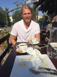 """Carl Bengtsson och lunchade igår i finvädret. Flera dagar med 26-27 grader i Borås denna vecka. Ur led är tiden. Men idag prognos """"bara"""" 22 grader. Carl sitter på Brainforest (tidigare Rekyl) och knackar kod."""