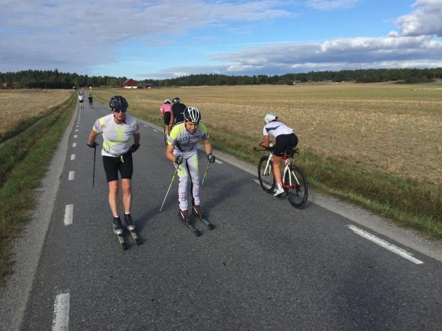 Varje gång jag är i Stockholm imponeras jag av närhet till naturen. På Ekerö är det fint och man ser alltid en himla massa cyklister och rullskidåkare där.
