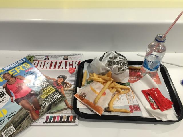 Förutom Runners World och Bicycling prenumererar jag även på Sportfack. Bra tidning. Gällande valet om Burger King så kan man säga ungefär så här om min kost: Ofta mat med bra råvaror hemma, sådär mat på resande fot. Läsk håller jag mig dock vanligtvis borta från.