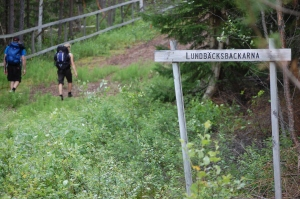 Lundbäcksbackarna sommartid. På bilden syns Per Forsberg och Sofia Johansson. Vi tre gick Vasaloppsleden ihop på två dagar 2011.