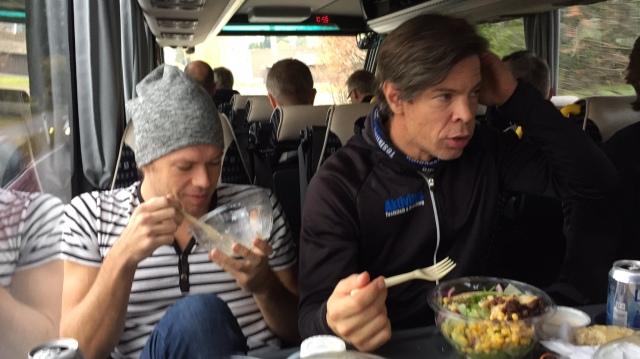 Jocke och Magnus i bussresan dit