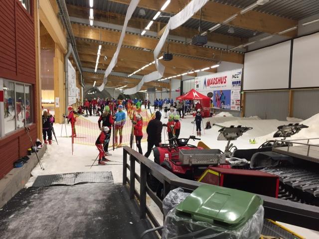 Mycket folk på förmiddagen i Torsby Ski Tunnel