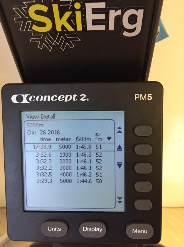 5000 m SkiErg på tid. 14 s från personbästa. Motstånd 10 nya maskinen. Väggfast.